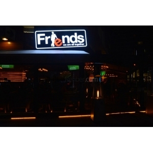 Friends Cafe Bistro Bar Akbatı
